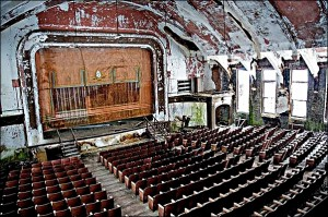 teatr sala malarniana 2 Abandoned Theater by Julia Solis