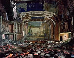 teatr zruinowana scena