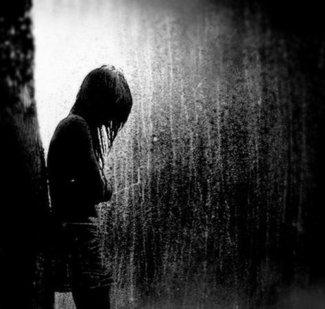 W poczuciu bezsilności opadły jej ręce