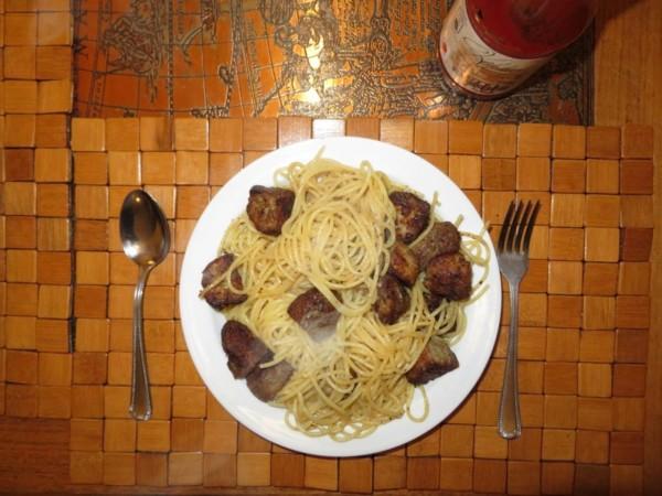 Spaghetti z kotletami mielonymi