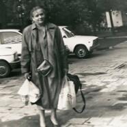 Anna Seniuk jedzie taksówką