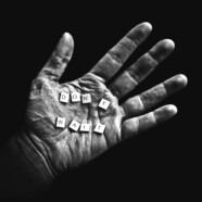 Czekam – stukam palcami