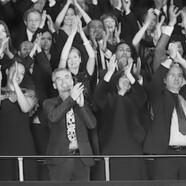 Fraszki Jerzego Handzlika – skandująca publiczność